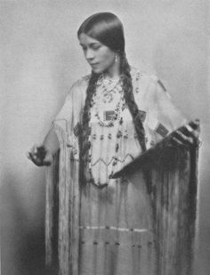 vintage everyday: Portraits of Native People from North America in Old Pictures Native American Beauty, Native American Photos, Native American Tribes, Native American History, Native Americans, Native American Cherokee, Cherokee Woman, Indiana, Arte Tribal