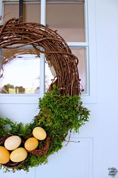 A quick and easy DIY spring wreath. Great for Easter or Spring in general on Dreambookdesign.com