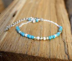 Gourmette argentée perles de bohème turquoise et crème : Bracelet par les-3-oranges