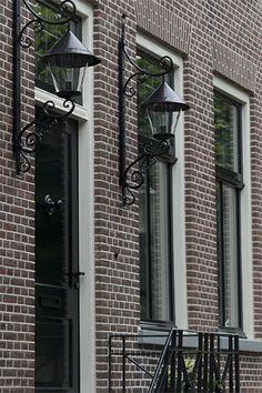 Binnenhuisarchitectuur grachtenpand landelijk wonen interieurarchitect Black Lantern, Window Styles, Painted Floors, Outdoor Spaces, Decoration, Beautiful Homes, Building A House, Architecture Design, New Homes