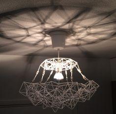 Innostu - Onnistu: Kidehimmeli valaisin Chandelier, Ceiling Lights, Lighting, Home Decor, Candelabra, Decoration Home, Room Decor, Chandeliers, Lights