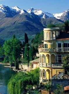 Villas and buildings on the shores of Lake Como (Italy)