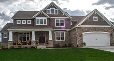 TWO COLOR SIDDING ON CRAFTMAN STYLE HOME   Beautiful Home Picture and Photographs   Steiner Homes LTD.