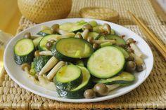 Vietnamese Food: Stir fried Zucchini with Mushrooms Recipe (Bí Ngòi...