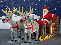 Santa and the reindeer in Lego Lego For Kids, All Lego, Legos, Santa And His Reindeer, Santa Clause, Lego Christmas, Christmas Activities, Lego Sculptures, Lego Animals