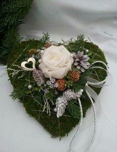 Bildergebnis für trauerfloristik herz Xmas Wreaths, Grapevine Wreath, Purple Flower Arrangements, Funeral Ceremony, Funeral Cards, Cemetery Decorations, Diy Projects For Beginners, Funeral Flowers, Ikebana