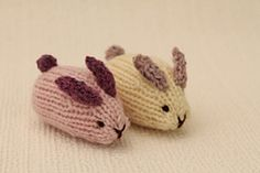 This is a pattern to knit mini bunnies.