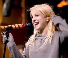 Hayley Williams blonde hair :) I think this colour really suited her. :)