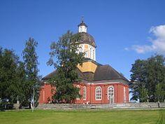 """Larsmo kyrka tillsammans med den närliggande prästgården Marieholm och den gamla gårdsgruppen på Kvarnbacken utgör en unik kulturmiljö. På Kvarnbacken har Larsmo kommun rustat upp ett gammalt stenfähus. Fagernäs byaråd förvaltar stenfähuset och sommartid används utrymmet för sammankomster och utställningar, däribland en liten årlig jazzfestival kallad """"Föusjazz"""" (""""Föus"""" = ladugård på den lokala dialekten). Byarådet har även med ekonomisk hjälp från Larsmo kommun renoverat ett äldre hus…"""