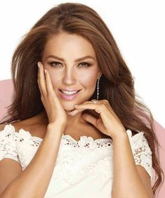 Thalia Sodi Collection, Divas, Kira Kosarin, Beautiful People, Beautiful Women, Mexican Actress, Isnt She Lovely, Woman Smile, Blonde Beauty