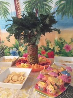 How to Throw a Luau Party for a fun kids birthday / Luau Party Decorations / Hawaiian themed birthday party ideas / apurdy littlehouse.com