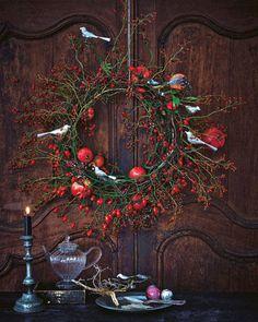 Ein Türkranz kann an Türen, aber auch an die Wand gehängt werden und verbreitet wunderbar weihnachtliche Stimmung im ganzen Haus. Zur Anleitung Einen Türkranz für Weihnachten basteln