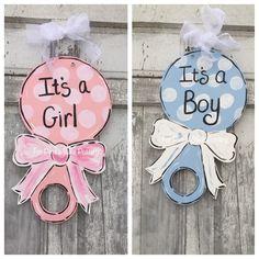 New Baby door hanger Baby Hospital door hanger It& a Bricolage Baby Shower, Idee Baby Shower, Baby Shower Crafts, Baby Crafts, Baby Boy Shower, Hospital Door Hangers, Baby Door Hangers, Burlap Door Hangers, Baby Kranz