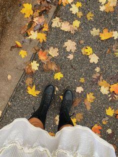 Autumn Aesthetic, Aesthetic Photo, Autumn Inspiration, Life Inspiration, Autumn Winter Fashion, Fall Winter, Fall Photos, Autumn Pictures, Autumn Cozy