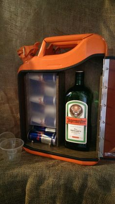 IMAG5057 Jerry Can Mini Bar, Alcohol Dispenser, Wood Pallet Recycling, Portable Bar, Man Cave Gifts, Wood Bars, Home Repair, Bars For Home, Diy And Crafts