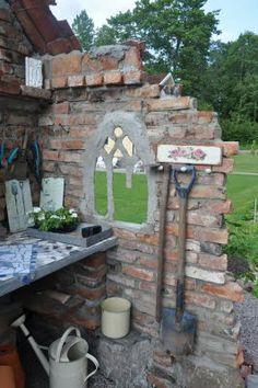 VÅR SEKELSKIFTESDRÖM: Planteringsbord | planting station in a ruin