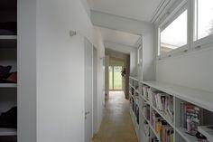 Gärtnerhaus   EDELAAR MOSAYEBI INDERBITZIN Planer, Bookcase, Stairs, Shelves, Home Decor, Sunshine, Construction, Architecture, House