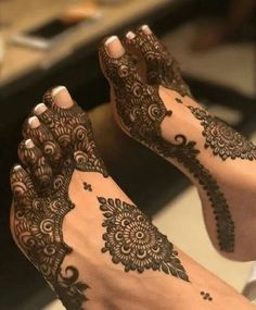22 Ideas indian bridal mehndi feet henna designs for 2019 Henna Hand Designs, Mehndi Designs Finger, Mehndi Designs Feet, Legs Mehndi Design, Modern Mehndi Designs, Mehndi Design Pictures, Henna Tattoo Designs, Mehandi Designs, Dulhan Mehndi Designs