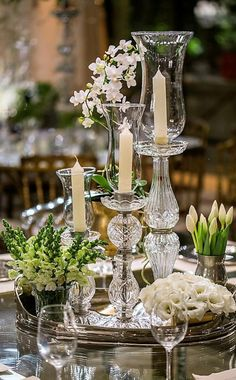 The perfect vintage touches to a wedding table Wedding Centerpieces, Wedding Table, Wedding Decorations, Table Decorations, Table Arrangements, Floral Arrangements, Beautiful Table Settings, Deco Table, Centre Pieces
