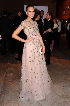 Detalles que inspiran: fabulosa Jessica Alba en un Valentino