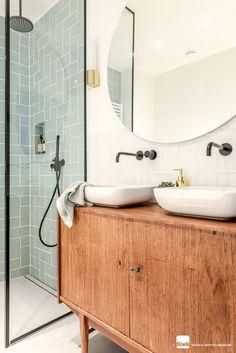 Vintage badkamer ontwerp dec.amsterdam | Stek Magazine | Badkamerinspiratie | Combinatie zwart, wit en groen #vintageBathroom