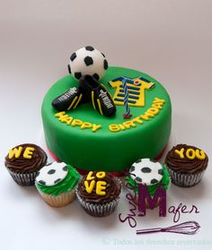torta-y-cups-futbol- Birthday Gifts For Boyfriend Diy, Boyfriend Gifts, 7th Birthday Cakes, Birthday Parties, Cupcakes For Men, Henna Patterns, Cakes And More, Fondant, Cupcake Cakes
