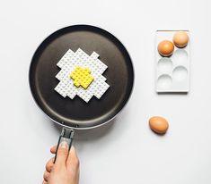 """Seguro que LEGO es uno de los juguetes favoritos de vuestros hijos. Hay personas que conservan sus bloques e incluso sigue jugando con ellos años y años más tarde. Es el caso de Michal Kulesza, fotógrafo y diseñador gráfico polaco, que ha creado """"LEGO Photo Project"""", un proyecto fotográfico en el que sustituye ciertos elementos por otros construidos con piezas de LEGO. Mamás creativas"""