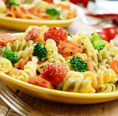 Nudelsalat mit Brokkoli, Tomaten, Karotte und Maiskölbchen Tags: