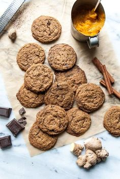 Dark Chocolate Pumpkin Gingersnaps (Vegan)- all the flavors of pumpkin and spice, in a chocolate chip cookie!