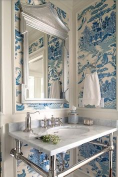 Gorgeous blue and white chinoiserie wallpaper.