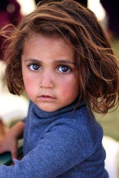 Beirut Líbano. 5 Dic 2015.- Centenas de hijos de refugiados sirios establecidos en Líbano representan un problema grave de acuerdo con la organización no gubernamental Caritas que proporciona ayuda jurídica a esas personas.  @Candidman   #Fotos Candidman Caritas Foto del día Líbano Refugiados Sirios @candidman