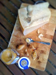 Alessandra Zecchini: National Honey Week recipe: Parmigiano with Airborne Bush Honey and coffee - Parmigiano con miele e caffè Ny Food, New York Food, Cooking With Honey, Vegetarian Recipes, Healthy Recipes, Food Journal, Few Ingredients, Finger Foods, Italian Recipes