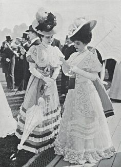 Gorgeous Edwardian dresses, hats and parasols, Belle epoque fashion. Belle Epoque, Edwardian Era Fashion, Edwardian Dress, 1900s Fashion, Edwardian Style, Women's Fashion, Fashion Quotes, Victorian Era, Gothic Fashion