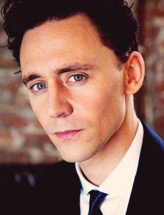 Tom Hiddleston :) ... with Loki hair.  :)) He's pretty.  ;)