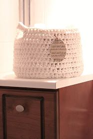 So White I Know: Description of crochet basket . Stick O, Bra Hacks, Drops Design, Crochet Home, Craft Projects, Knitting, Sewing, Fabric, Crafts