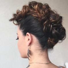 20 Date-Night Hair Ideas to Capture all the Attention – Rebecca Ponnezhan 20 Date-Night Hair Ideas to Capture all the Attention Looped Mohawk Updo Mohawk Braid Styles, Mohawk Updo, Braided Mohawk Hairstyles, Box Braids Hairstyles, Down Hairstyles, African Hairstyles, Wedding Hairstyles, Chignons Rock, Medium Hair Styles