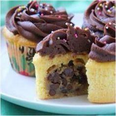 White cupcake+cookie doe= yummy