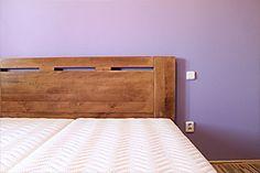 postel z masivu Denis - atyp zvýšené čelo u hlavy