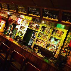 Bar decorated with money. Irish Pub Interior, Bar Interior, Interior And Exterior, Irish Bar, Rock N Roll, Exterior Design, Night Life, Money, Instagram