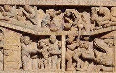 Tympan du Jugement dernier (église Sainte-Foy de Conques), vers 1130 : détail de la confrontation de saint Michel et du Démon (en haut) et l'entrée des élus au paradis face à l'entrée des damnés en enfer.