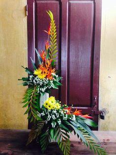 Tropical Flower Arrangements, Church Flower Arrangements, Tropical Flowers, Altar Flowers, Church Flowers, Corporate Flowers, Anniversary Decorations, Simple Centerpieces, Arte Floral