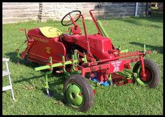Gravely Mowers 324962929338798612 - David Bradley Tri-trac Source by wkschamp Antique Tractors, Vintage Tractors, Vintage Farm, Small Tractors, Old Tractors, Lawn Tractors, Lawn Equipment, Old Farm Equipment, Tractor Mower