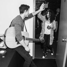 Shawn Mendes and Alessia Cara <<<The person i pinned this from called her alicia :[ - Abigail Kids In Love, My Love, Shawn Mendes 3, Chon Mendes, Mendes Army, Cameron Dallas, Magcon, Call Her, Future Husband