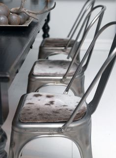 Pak stolene ind i skind Skin Craft, Nordic Home, Colour Board, Industrial Chic, Cool Chairs, Dream Decor, Vintage Metal, Scandinavian Style, Really Cool Stuff