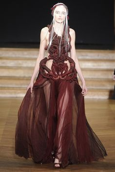 Yiqing Yin  I'm going to be very unhappy if Dany isn't wearing this in the next season of Game of Thrones.