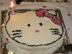 Hello Kitty -täytekakku. Reseptin on tehnyt Kotikokki.netin nimimerkki Mona81