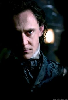 Tom Hiddleston sinister as Thomas Sharpe in #CrimsonPeak