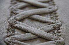 chausson stitch, alabama chanin, sew, alabama chain, display idea, materi manipul, textil, stitch stuff, embroideri
