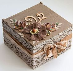 New Jewerly Box Handmade Vintage 50 Ideas Decoupage Box, Decoupage Vintage, Shabby Chic Boxes, Cigar Box Crafts, Altered Cigar Boxes, Diy Recycling, Handmade Jewelry Box, Vintage Jewelry, Antique Jewelry