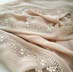 This Pin was discovered by Han New Embroidery Designs, Couture Embroidery, Embroidery Patterns, Knitting Patterns, Pakistani Fashion Party Wear, Pakistani Dress Design, Needle Lace, Needle And Thread, Thread Art